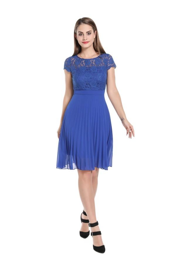 Vestido de Cocktail Plissado Azul em Renda
