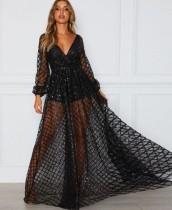 Vestido largo de manga larga con cuello en V y lentejuelas negras