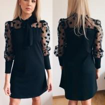Robe trapèze noire à manches longues et imprimé polka