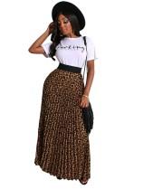 Camicia estiva bianca stampata e maxi gonna a pieghe leopardata