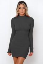 Mini robe en tricot à manches longues de couleur unie