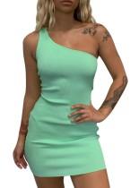 Сплошной цвет одно плечо вязаное мини-платье