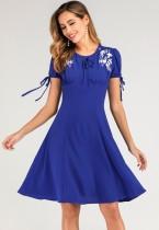 Vestido azul do skater da flor do vintage do O-pescoço