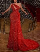 Vestido de noche de lentejuelas rojas con un hombro