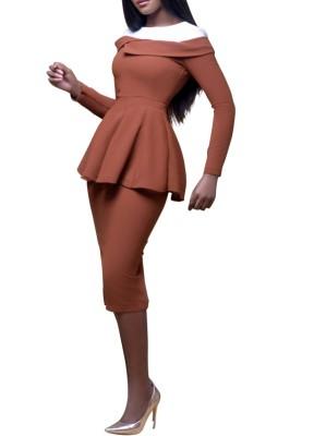 Контрастное офисное платье с баской и рукавами