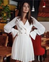 Weißes Plissee-Blazer-Kleid mit Ärmeln