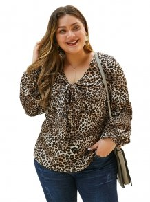 Plus size V-hals luipaardprint knoop shirt