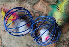 1 Set Small Lifelike Rat in Rat Cage with Feathers Funny Toys for Pet Cat