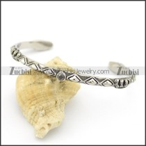 crown bangle with one solid black stone b002519