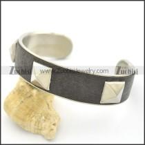 3 Rivets Black Leather Bangle b002996