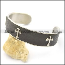 3 Crosses Leather Bangle b003000