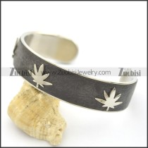 3 Maple Leaves Leather Bangle b002989