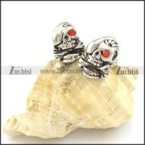 skull stud earrings with 1 red stone eye e000776