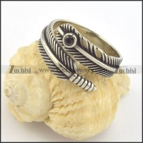 feather ring in stainless steel with 1 black stone r001382
