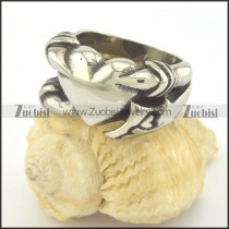 heart ring was clutched with claw r001392