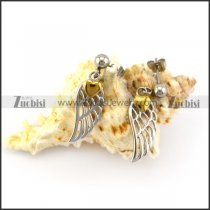 Hollow Casting Wing Earring with a Golden Heart e001360