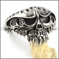 Heavy and Big Skull Stainless Steel Bangle - b000099