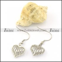 Silver Tone Hallow Heart Earring in Stainless Steel Metal -e000530