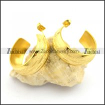 yellow gold pierced earrings for women e000897