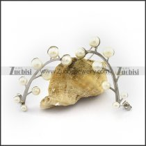 Leaf Shaped Earring with Creamy White Pearls e001145