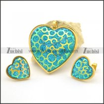 Emerald Green Heart Pendant and Earring Set in Gold Finishing s001032