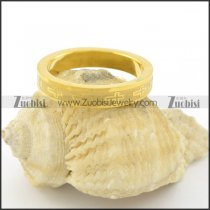 yellow gold ring with cross pattern r001540