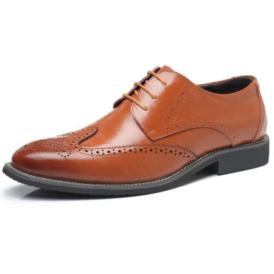 Men Leather Brogue Shoes with Contrast Sole
