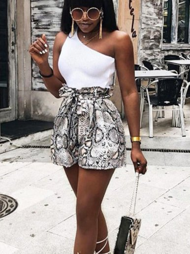 Shorts with Frill Waist and Belt In Snake