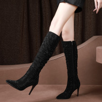 Lady style boots with a slender heel and a top of 9.5cm or 8cm maximum size of 43