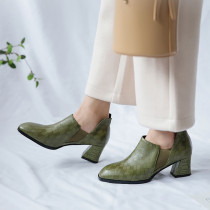 Spring and autumn 2019 fashion women's shoes pointed toe black chunky heels slip-on elastic band pumps army green personality