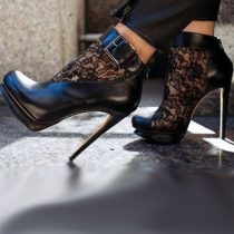 Arden Furtado summer 2019 fashion trend women's shoes waterproof stilettos heels zipper buckle lace wire side cool boots short boots