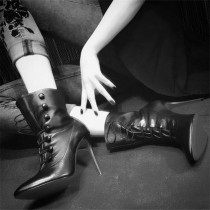 Arden furtado  Pointed toe White Black Stilettos heels Short boots Matin boots size 33 40