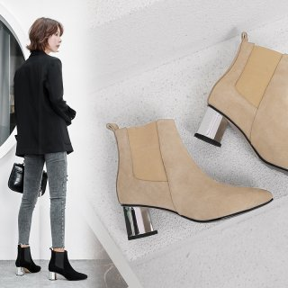 Autumn/winter 2018 pure color European and American style with pointed thick heels and women's short boots