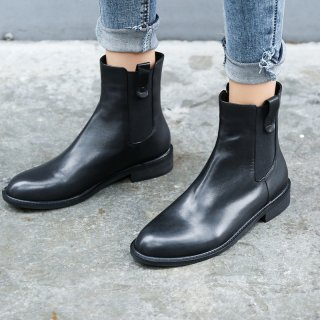 Fashion women's shoes in winter 2019 round toe women's boots short boots pure color concise black leather mature classics