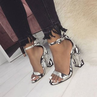 summer 2019 fashion trend women's shoes chunky heels sexy elegant serpentine concise narrow band buckle sandals