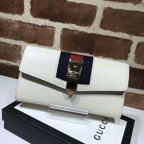 2017新作 グッチコピー 財布 GUCCI 二つ折り長財布 かぶせ式長財布 ゴールド金具 476084-2