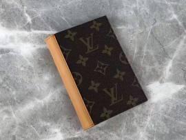 ルイヴィトン財布コピー LOUIS VUITTON 2019新作 二つ折り財布 M68906