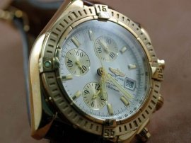 ブライトリングBreitling Chronomat Evolution V2 FG White Asia 7750自動巻き